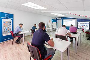 Un grupo de alumnos en una ponencia durante un curso de gestión para empresas