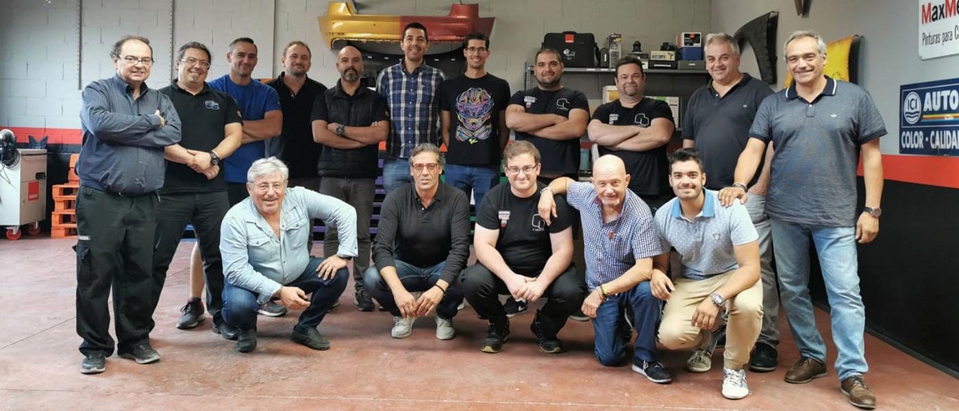 Equipo completo de la empresa del sector de las pinturas Pinturas Carman en su nave de Algete
